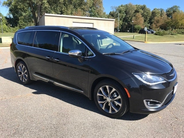 Chrysler Pacifica Limited >> Shop The 2018 Chrysler Pacifica Limited In Gaithersburg Md At